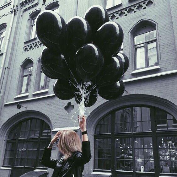 Siyah Uçan Balon Demeti